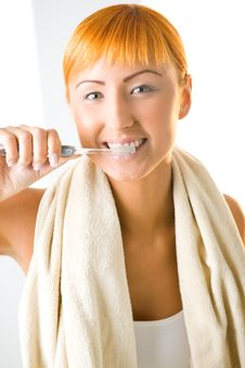 Free Young Woman Brushing Teeth Royalty Free Stock Photography - 6649637