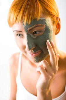 Free Applying Green Mask Stock Images - 6649804