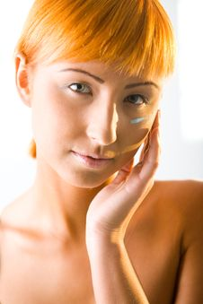 Free Young Beauty Putting Face Cream Royalty Free Stock Photography - 6650187