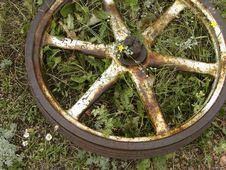 Free Rusty Old Wheel Stock Image - 6651071