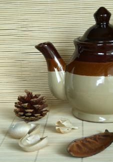 Free The Ceramic Teapot Royalty Free Stock Photos - 6656728