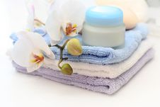 Free Towels And Creme Stock Photo - 6659710