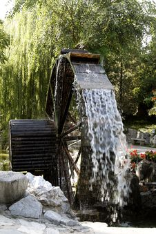 Free Ancient Waterwheel Royalty Free Stock Image - 6659976
