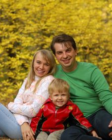 Free Family In Autumn Forest Royalty Free Stock Images - 6664169