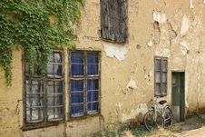Free Old House Facade Royalty Free Stock Photography - 6666887