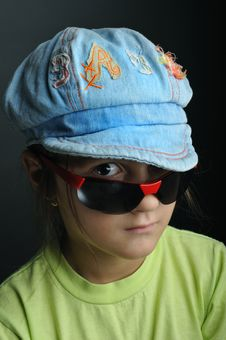 Free Girl With Sunglasses Portrait Royalty Free Stock Images - 6670699