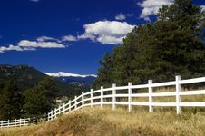 Free White Rural Picket Fence In Colorado Stock Image - 6672041