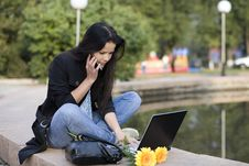 Free Girl With Laptop In Park Royalty Free Stock Photos - 6679488