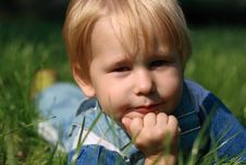 Free Child Lays On A Green Grass Stock Photography - 6679822
