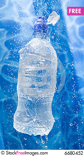 Free Water Bottle In A Water Splash Stock Photography - 6680452