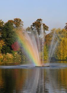 Beautiful Fountain And Lake In Autumn Royalty Free Stock Photo