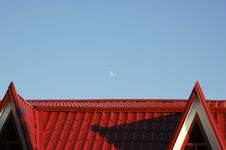 Free Moon Over Red Roof Royalty Free Stock Images - 6686489
