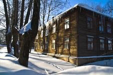 Free Wooden House In Winter Day Stock Images - 6689914