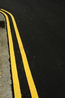Free Yellow Lines Royalty Free Stock Photography - 671927