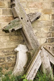 Free Wooden Cross Head Stone. Stock Image - 672181