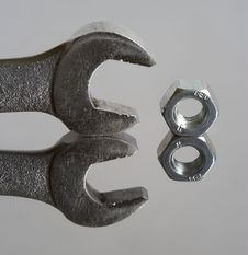 Free Wrench And Nut Stock Photography - 672252