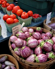 Free Eggplants & Tomato S Royalty Free Stock Photo - 672405