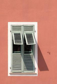 Free Shutter Window Royalty Free Stock Image - 672406