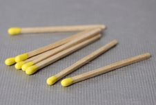 Free Yellow Tipped Matches Royalty Free Stock Photography - 672937