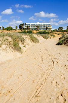 Free Luxury White Spanish Hotel On The Beach Stock Photography - 673042