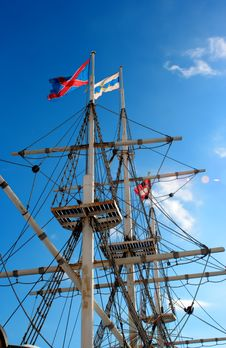 Free Jury-masts And Rope Of Sailing Ship Royalty Free Stock Image - 673536