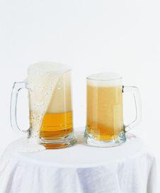 Free Fresh Beer Royalty Free Stock Image - 677176