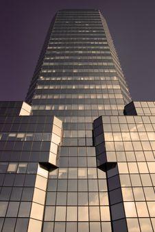 Free Violet Sci-fi Skyscraper Stock Photography - 6710812
