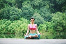 Free Young Chinese Woman Practicing Yoga Outdoor Stock Photos - 6711923