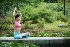 Free Young Chinese Woman Practicing Yoga Outdoor Stock Photography - 6711992