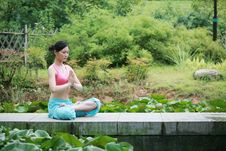 Free Young Chinese Woman Practicing Yoga Outdoor Royalty Free Stock Photos - 6711998