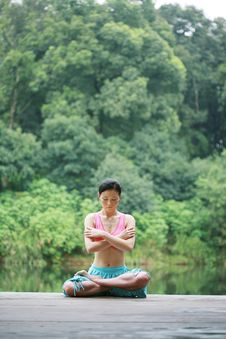 Free Young Chinese Woman Practicing Yoga Outdoor Royalty Free Stock Photos - 6712098