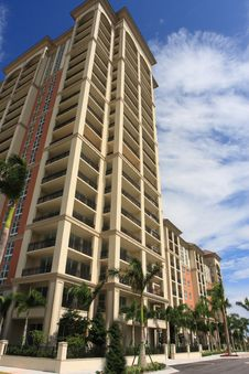 Free Highrise Apartment Building Royalty Free Stock Photos - 6715578