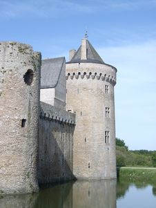 Free Castle And Moat Royalty Free Stock Images - 6719799