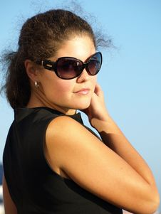 Free Young Woman In Sunglasses Royalty Free Stock Photo - 6720805
