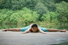 Free Young Chinese Woman Practicing Yoga Outdoor Stock Images - 6726354