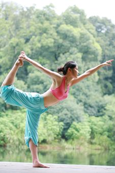 Free Young Chinese Woman Practicing Yoga Outdoor Stock Photos - 6726373