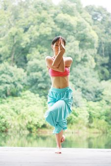 Free Young Chinese Woman Practicing Yoga Outdoor Stock Images - 6726374