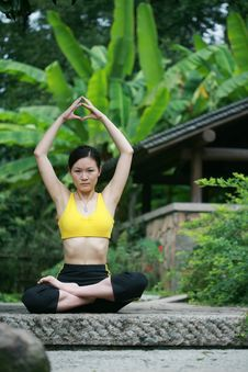 Free Young Chinese Woman Practicing Yoga Outdoor Royalty Free Stock Images - 6727019