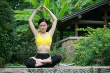 Free Young Chinese Woman Practicing Yoga Outdoor Royalty Free Stock Photography - 6727027