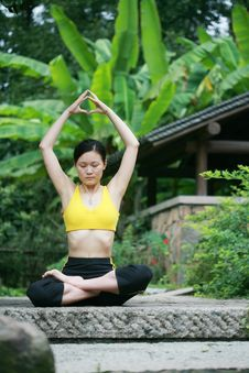 Free Young Chinese Woman Practicing Yoga Outdoor Stock Photography - 6727032