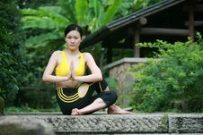 Free Young Chinese Woman Practicing Yoga Outdoor Stock Photos - 6727093