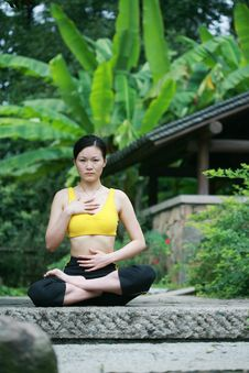 Free Young Chinese Woman Practicing Yoga Outdoor Royalty Free Stock Image - 6727106