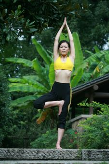 Free Young Chinese Woman Practicing Yoga Outdoor Royalty Free Stock Photos - 6727128