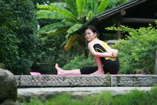 Free Young Chinese Woman Practicing Yoga Outdoor Stock Images - 6729664