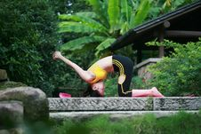 Free Young Chinese Woman Practicing Yoga Outdoor Stock Photos - 6729713
