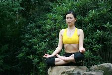 Free Young Chinese Woman Practicing Yoga Outdoor Stock Images - 6729744