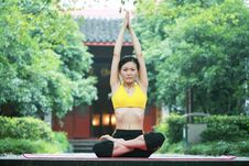 Free Young Chinese Woman Practicing Yoga Outdoor Stock Photos - 6729753