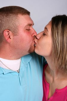Free Couple Kissing Royalty Free Stock Photo - 6731555