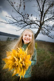 Free Smiling Little Girl Outside Royalty Free Stock Images - 6733719