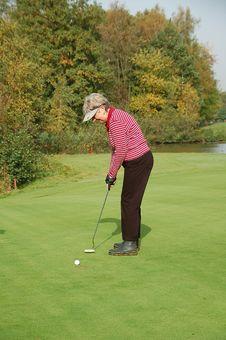 Female Golfer Putting Stock Photography
